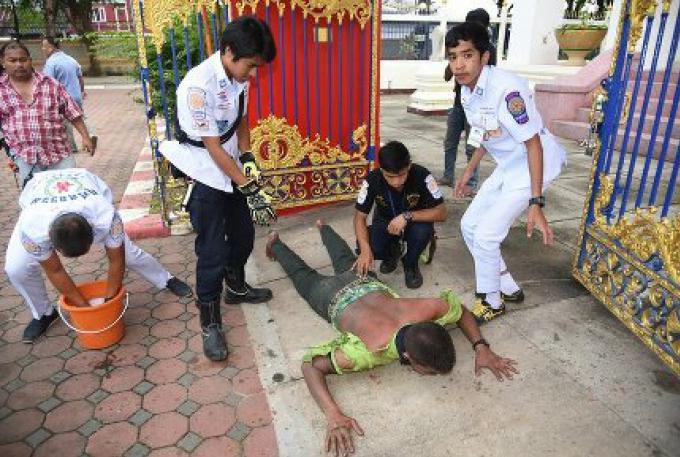 Un homme s'est mis le feu, dans un temple de Phuket hier
