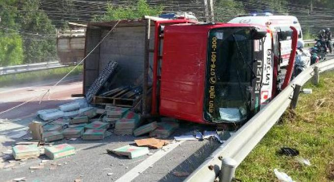 Une défaillance des freins est blâmée pour le camion qui a basculé à Kamala