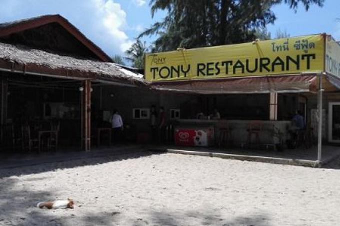Les vendeurs de Phuket crient au scandale qu'aucune « zone de 10% » est à Ley Phang Plage