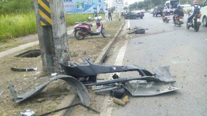 Une femme échappe a des blessures sévères quand son pneu éclate