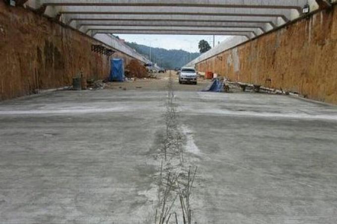 Le gouverneur de Phuket verse le mépris sur les constructeurs du souterrain Samkong