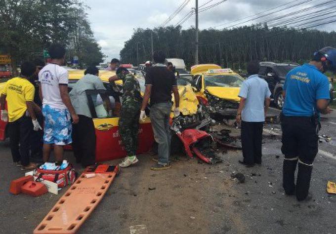 Six étrangers ont été blessés dans une collision de 3 voitures