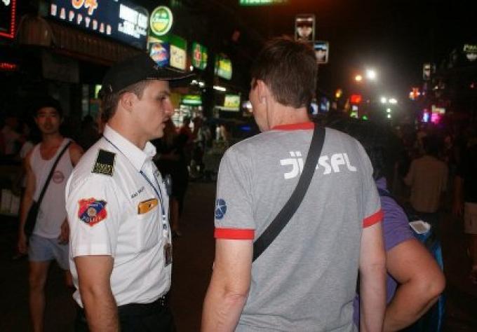 Les volontaires de la Police Phuket se sont mis en grève à Patong