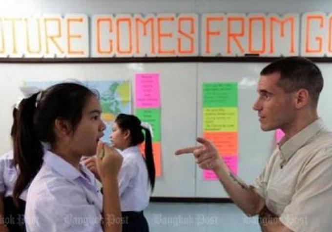 Le Ministère vise à réduire les tuteurs Anglais étrangers