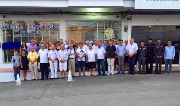 Un moment de silence à Phuket pour les victimes de l'attentat de Paris