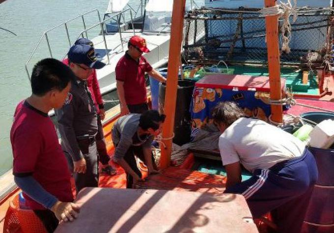 Un passeur d'huile arrêté dans les eaux de Phuket