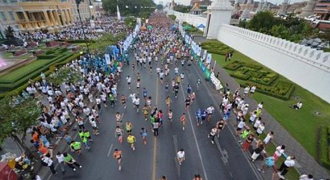 Le marathon de Bangkok une erreur de parcour fait faire aux coureurs quelques kilomètres supplémen