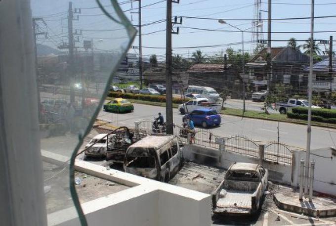 Un adolescent de l'émeute du poste de police de Thalang a été arrêté pour un délit sans rappor