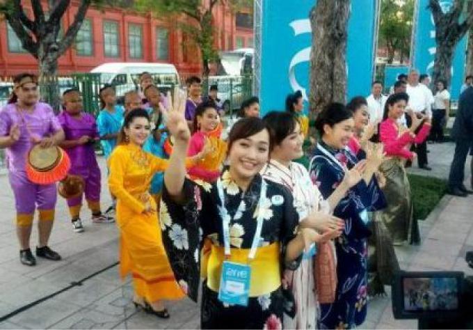 Les jeunes esprits abordent les problèmes mondiaux au One Young World Summit 2015