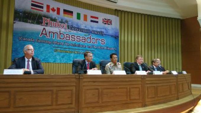 La sécurité à Phuket,  les jet-skis sous le feu durant la visite «Cinq Ambassadeurs»