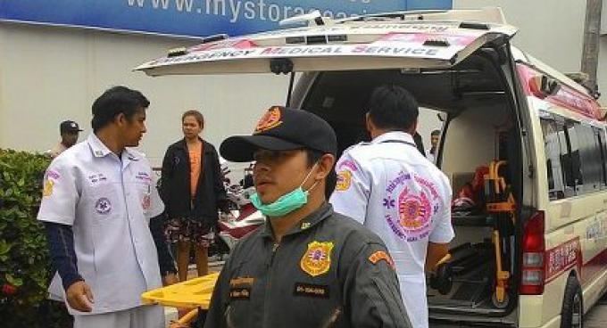 Exercice de sauvetage en mer pour simuler un petit accident d'avion au large de Phuket