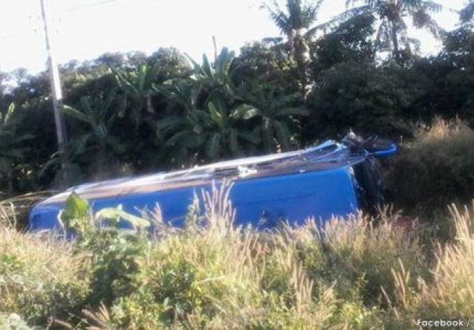 Un accident de bus tue deux personnes , et en blesse 50 dans Ang Thong