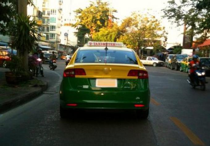 L'homme attaqué, sa petite amie enceinte enlevée dans le taxi