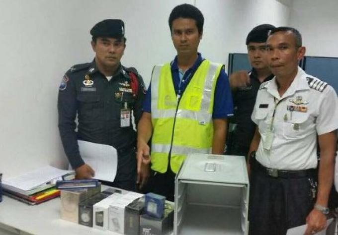 Le voleur d'objets Duty free met l'employé de l'aéroport derriere les barreaux