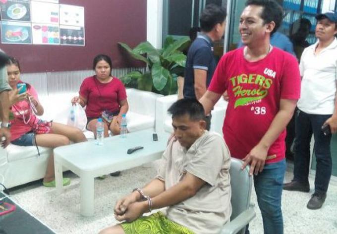 Un enseignant de Phuket arrêté pour vol à l'arraché