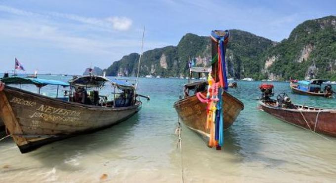 Phi Phi dans une situation désespérée: extinction du Corail par le trop de touristes qui menace l