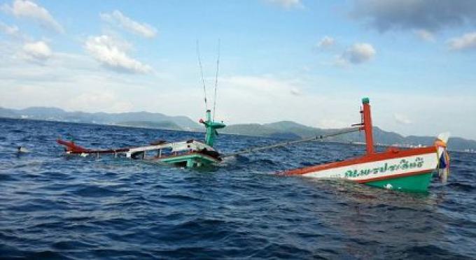 Six pêcheurs sauvés d'un naufrage d'un bateau au large de Phuket