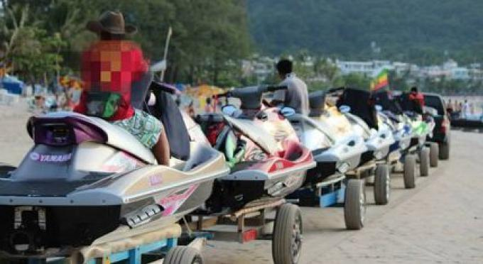 La police de Patong recherche un voyou de jet-ski pour intimidation avec un «faux pistolet»