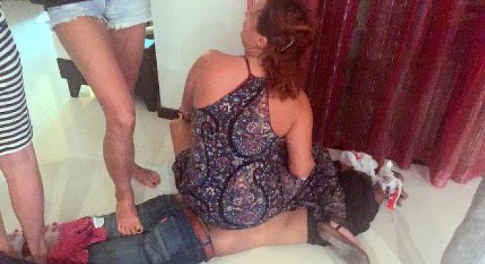Un voleur recoit une bonne leçon de femmes russes