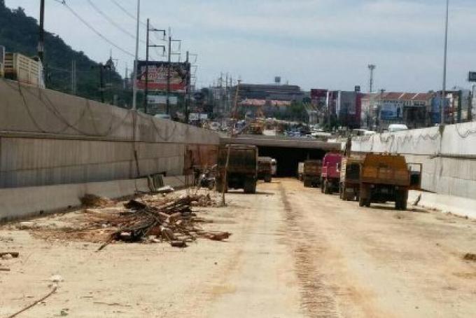 L'entreprise de construction pour le souterrain esquive des amendes pour un autre mois
