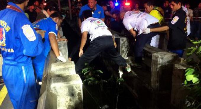 Un homme du Myanmar est mort à Phuket, sa femme est en ICU après s'être icrashé dans un pont en