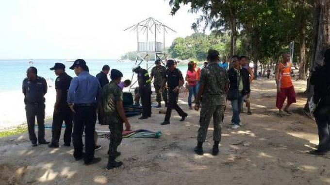 Les fournisseurs de Surin Beach ont été enlevés par les fonctionnaires qui préparent l'endroit p