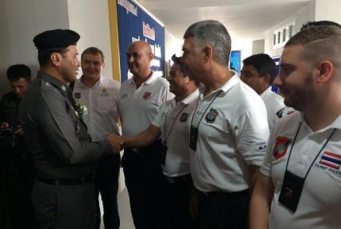 Un Centre d' Operation d'Affaires pour les étrangers a ouvert à Phuket