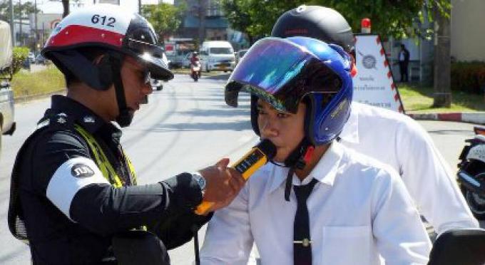70 personnes ont eu des amendes par la police routière avant le Réveillon de Noël à Phuket