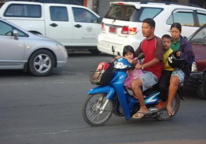 Les Fonctionnaires envisagent d'interdire les enfants sur les motos
