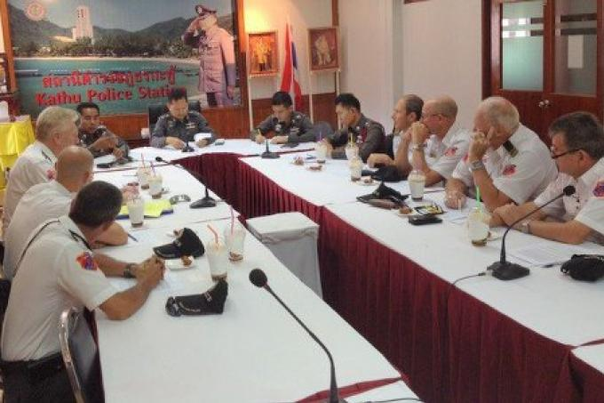 Les bénévoles de la police de Phuket retournent en patrouille à Bangla