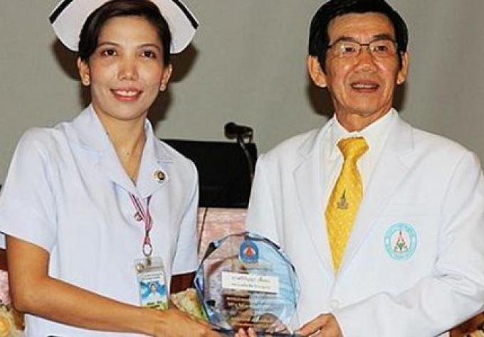 L'Infirmière héroïque honorée pour avoir sauver la vie du cycliste