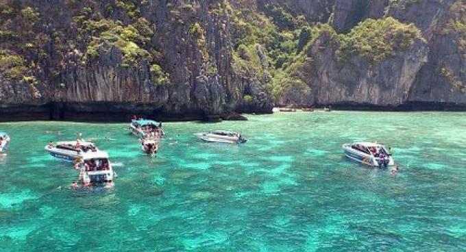Sept instructeurs de plongée arrêtés pour travailler illégalement au large de Phuket