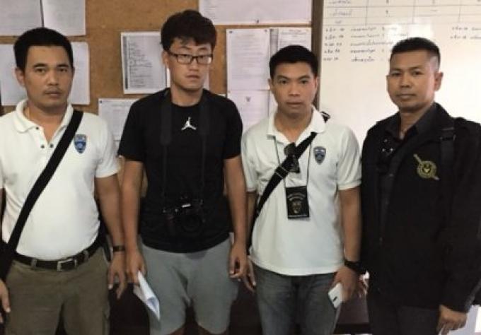 Illegal photographe chinois arrêté sur la plage de Phuket