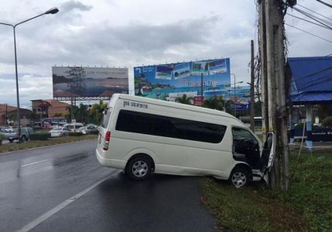 Un homme accuse la pluie pour l'accident qu'il a eu avec son Van