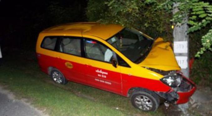 Un chauffeur de taxi de Phuket accusé de conduite imprudente