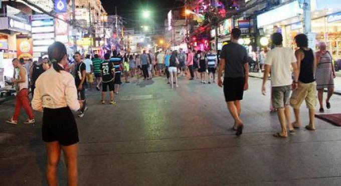 Les entreprises sur le célèbre Bangla Rd de Phuket souffrent, la clientèle se tarit