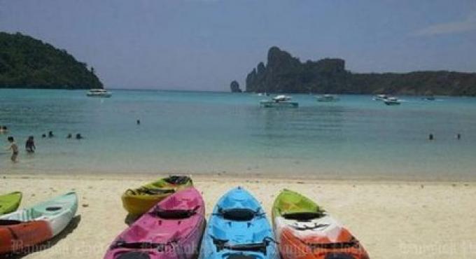 Neuf entreprises touristiques interdites d'excursion d'escalade sur îles Phi Phi