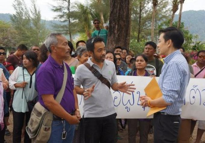 Les vendeurs des plages de Phuket interceptent l inspection des terres