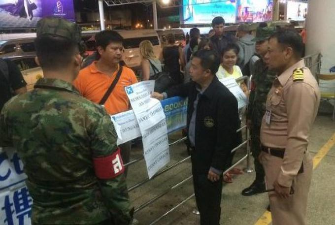 L'Aéroport international de Phuket cherche à interdire les pancartes nominatives