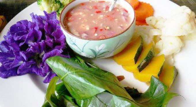 Plat de rue: La pâte de piment avec des crevettes fraîches est un des plats favori du Sud