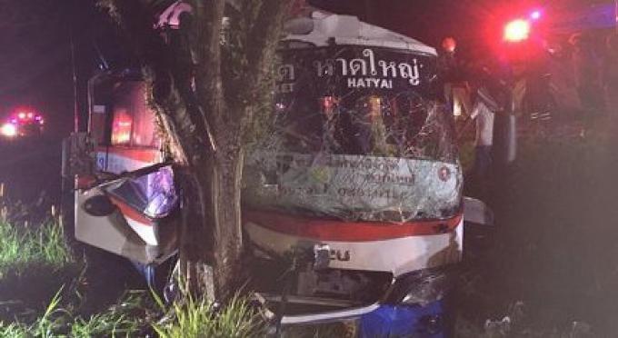 Six passagers hospitalisés après que le conducteur de bus perd le contrôle de son véhicule
