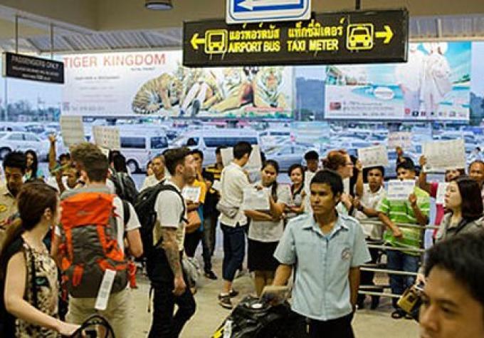 Les touristes à Phuket un chiffres records : Stratégie pour l'équilibre de la nature requise
