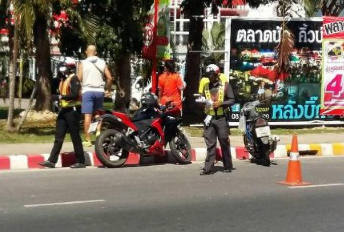 Au checkpoint du passage souterrain ont été arrêtés des dizaines d'automobilistes