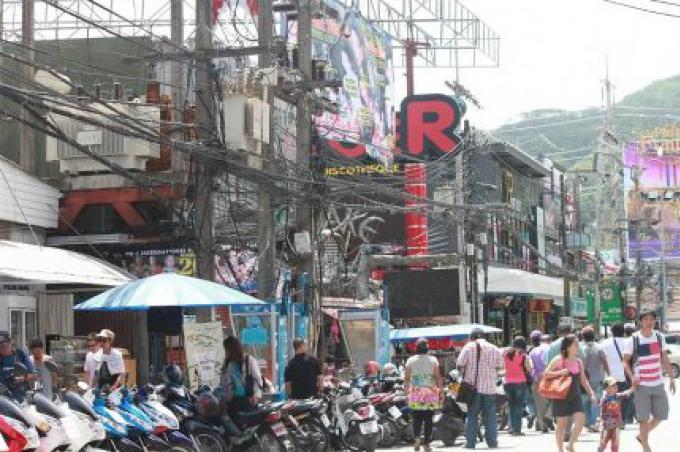 Patong attend la fin du processus d'appel d'offre pour enterrer les câbles en bord de mer
