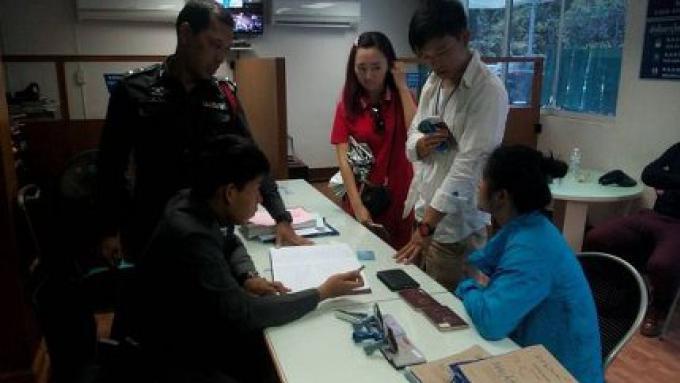 Des employés d'une entreprise touristique pour des clients chinois, réclament l'argent volé dans