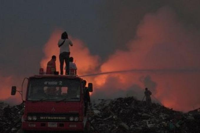 Un incendie eclate à Phuket au site d'enfouissement