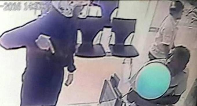 La police de Phuket recherche toujours le voleur du braquage de la banque Krungthai