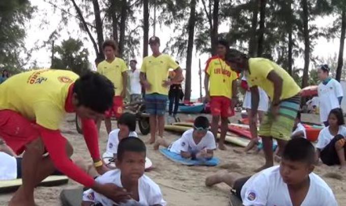 Le Club des Sauveteurs de Phuket enseigne aux enfants la sécurité dans l'eau