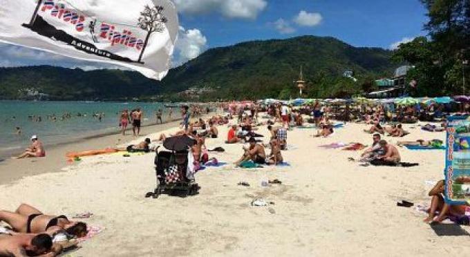 C'est normal d'avoir une bière sur la plage, a dit le chef de la police de Patong