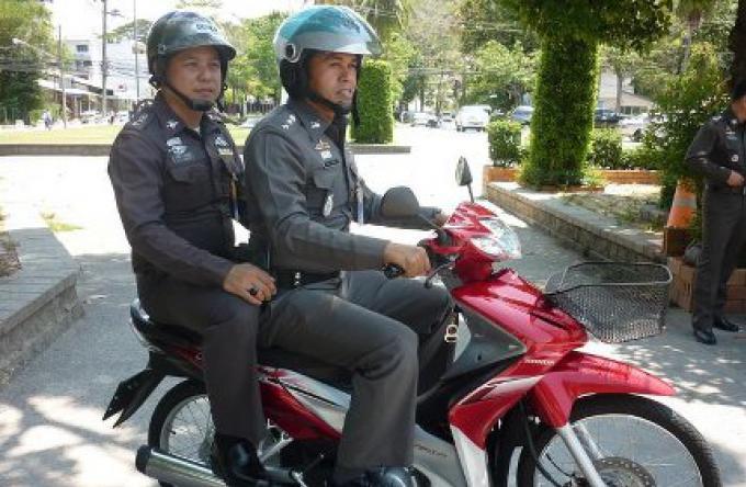 La campagne sur Phuket pour la sécurité routière se poursuit après le succès initial